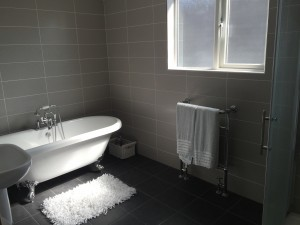 53 Sandy Lane Gable Bathroom